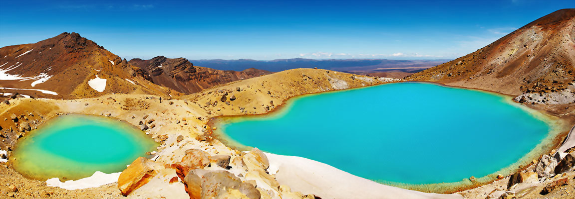 The bautiful Emerald Lakes of Tongariro National Park