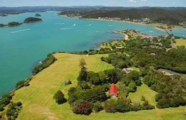 Auckland to Paihia including Waitangi Tour and Hole in the Rock Cruise with GreatSights (Includes Lunch)