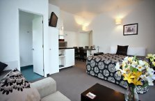 Accommodation: Cable Court Motel