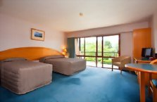 Accommodation: Heritage Gateway Hotel (or similar)