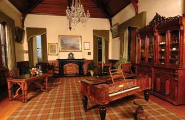 AAT Dunedin free day with Larnach Castle