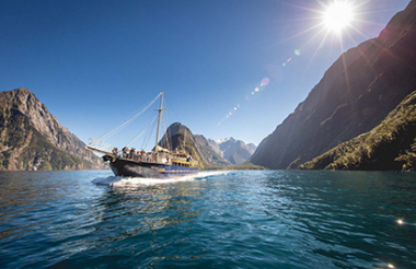 Milford Sound day tour and Nature Cruise
