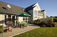Accommodation: Marlborough Vintners Hotel (or similar)