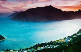 Queenstown & Lake Wakatipu at sunset