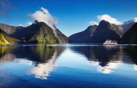 Cruise the Milford Sound, New Zealand