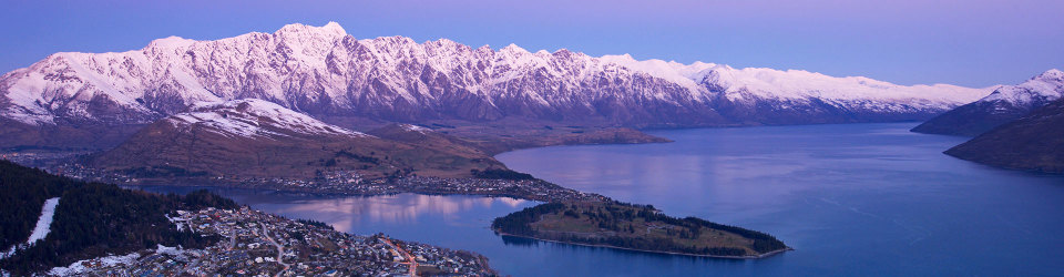 Remarkable Mountain range overlooing Queenstown, New Zealand