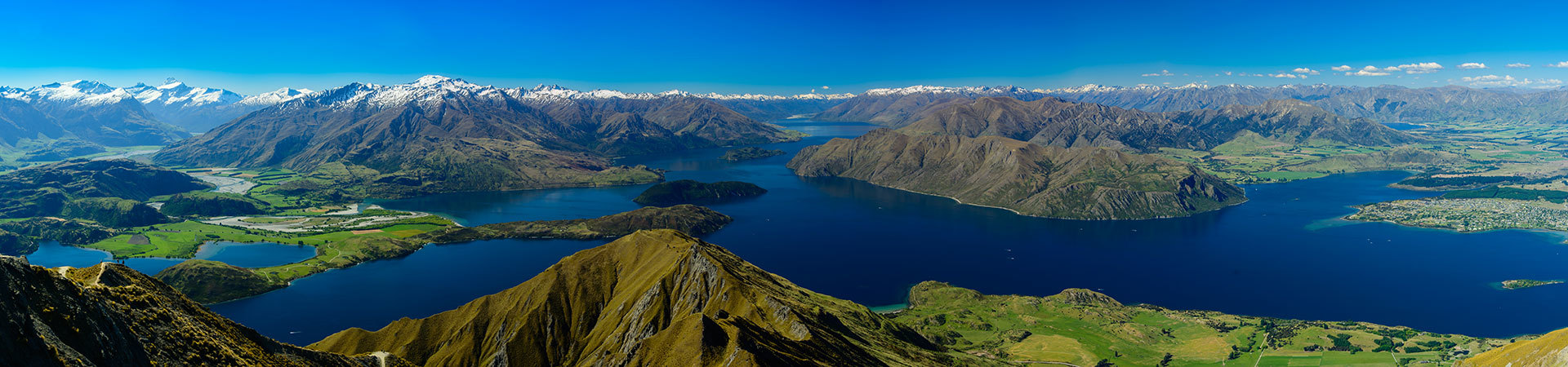 South Island New Zealand scenery of mountains and lakes